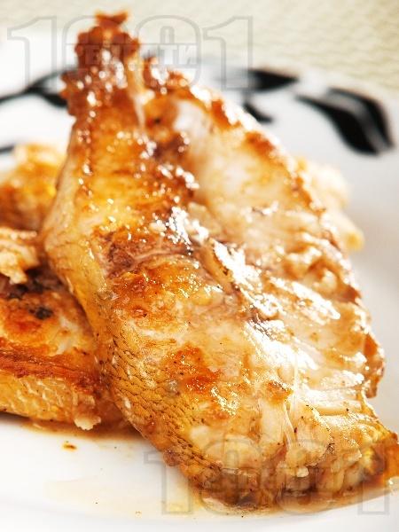 Пържени котлети от бяла риба сулка със соев сос - снимка на рецептата